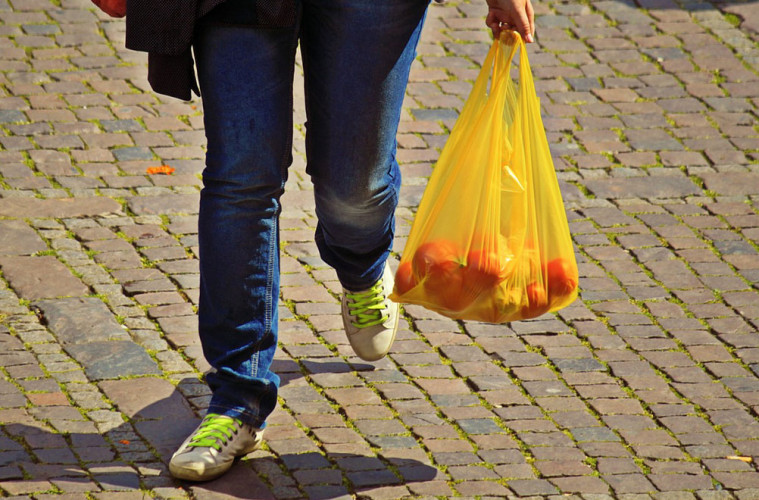 5-Ways-To-Use-A-Plastic-Bag